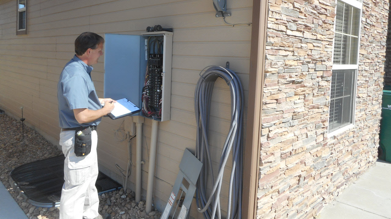 Quality Building Inspections - Inspecting Fuse Box